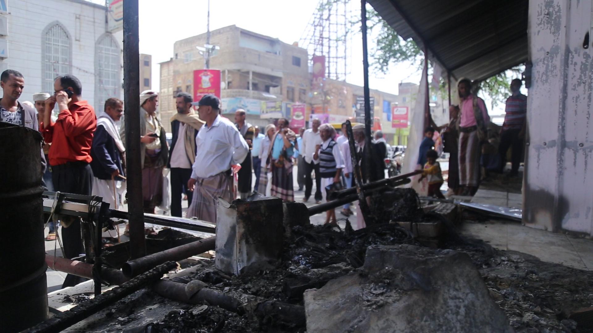 تعز : إحراق ساحة الحقوق والحريات ليلآ وسط منطقة مغلقة عسكريآ