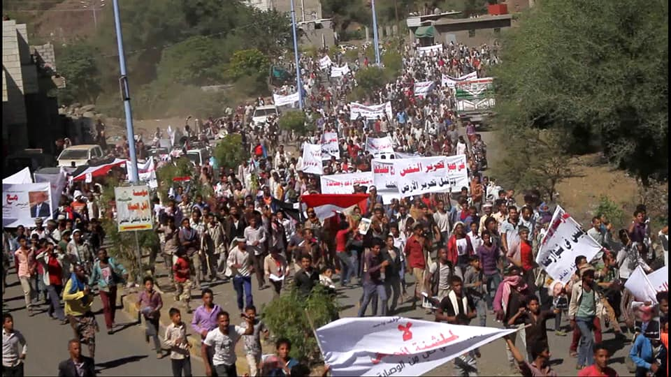 تعز:تظاهرات حاشدة تؤكد دعمها للجيش الوطني ورفضها للفوضى.