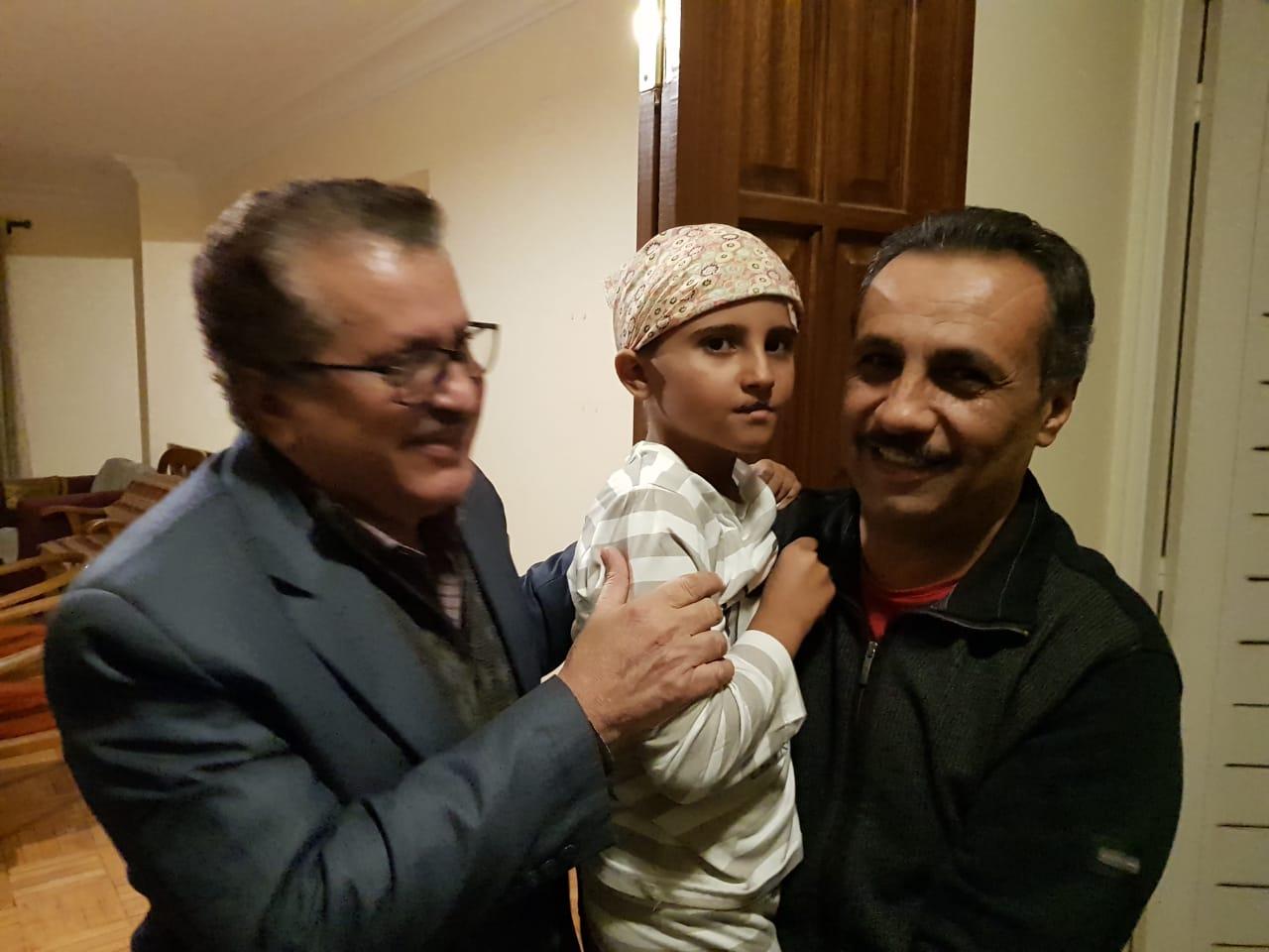 القيادي الاشتراكي علي الصراري يزور الطفلة فاطمة افندي في القاهره