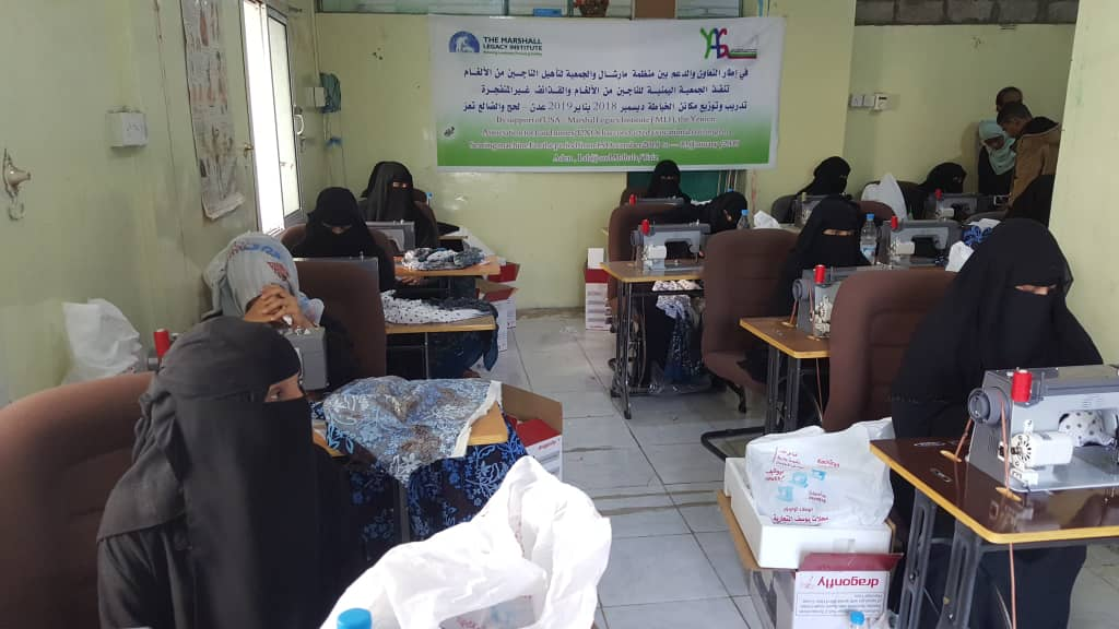تعز: جمعية المعاقين حركيا تنفذ مشروع مكائن الخياطة للمتضررات من الألغام