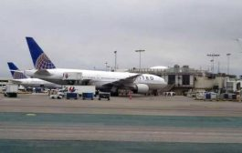 امرأة شبه عارية تغلق مطارا أميركيا