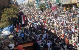الآلاف من أبناء تعز يحتفلوا بالذكرى الثامنة لثورة 11 فبراير.
