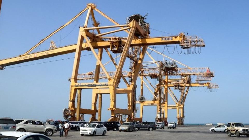 باخرة أممية محملة بالمساعدات الغذائية تصل ميناء الحديدة