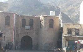 تعز: اجتماع موسع بالمعافر يطالب السلطة المحلية بالمحافظة محاكمة المتسببين بجريمة المدينة القديمة