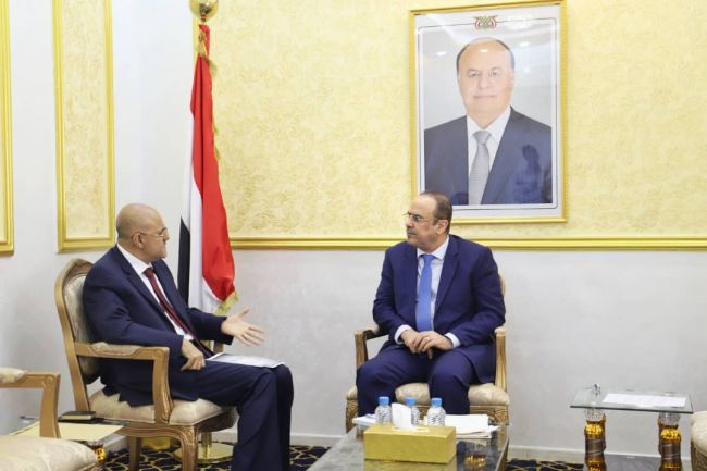 نائب رئيس الوزراء يؤكد على تضافر الجهود لتطبع الاوضاع بتعز