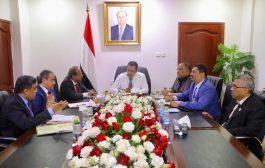 رئيس الوزراء يوجه الوزارات والجهات المعنية سرعة تحويل مستحقات الطلاب المبتعثين