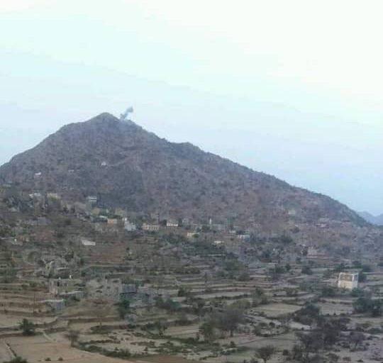 أفراد اللواء الرابع حزم يصدون هجوما للمليشيات الحوثية في جبهة حيفان