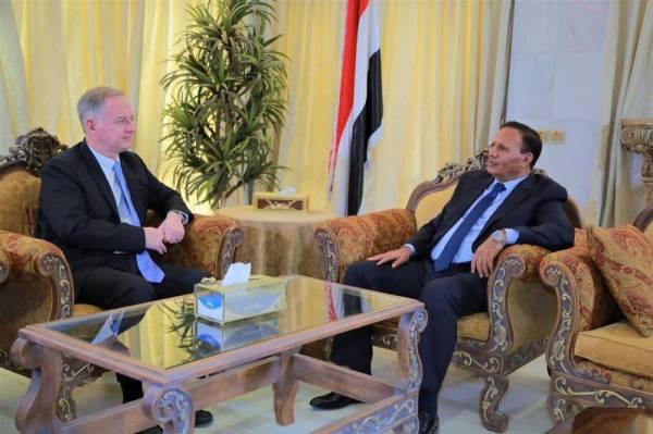 السفير الأمريكي: ندعم جهود السلام واستعادة الدولة اليمنية