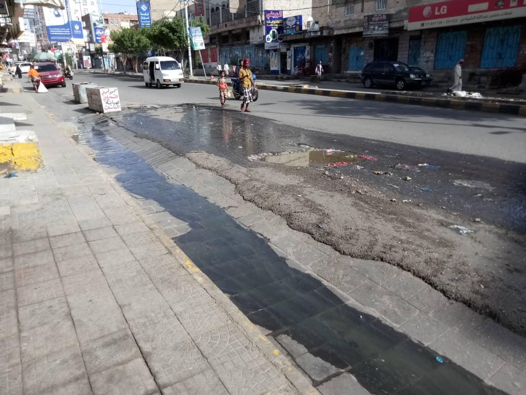تعز: انتشار مياه المجاري في شارع جمال