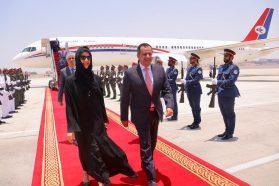 رئيس  وزراء الحكومة الشرعية   يصل الإمارات
