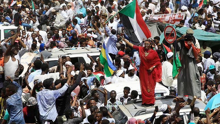 السودان : مقتل 5 متظاهرين بالرصاص الحي في تظاهرات بمدينة الأبيض