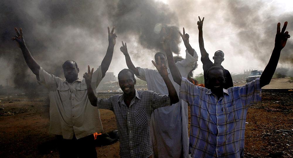 تجمع المهنيين السودانيين يؤكد بأن مجزرة الأبيض لن توقف المد الثوري ويدعو إلى تظاهرة مليونية غداً