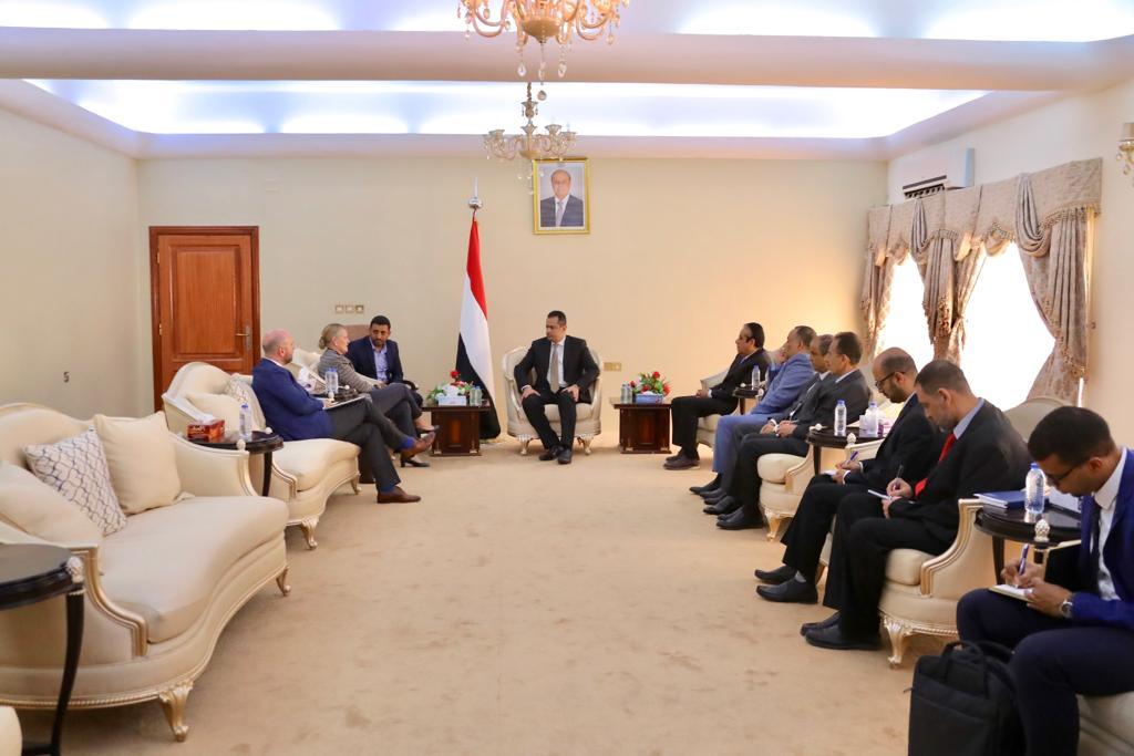 الحكومة الشرعية تطالب الأمم المتحدة توضيح الحقائق حول عراقيل الحوثيين للعمل الإنساني في اليمن