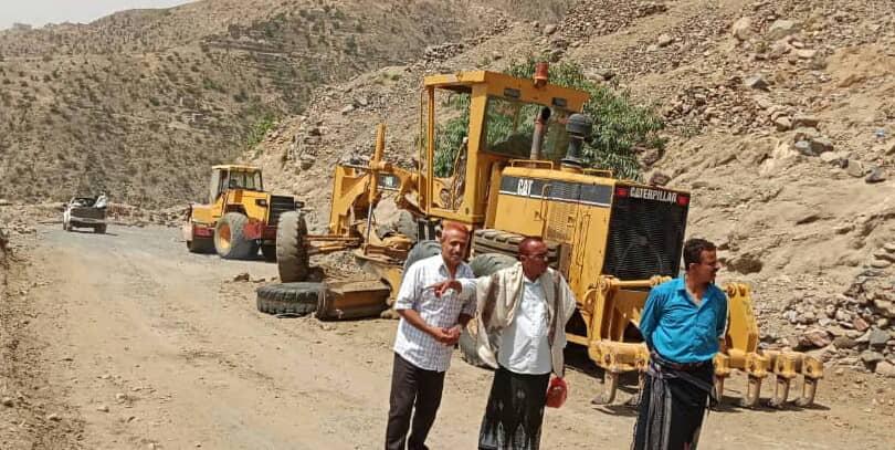 جمال شمسان يترأس الاجتماع الدوري في تنفيذي المقاطرة و يتفقد سير اعمال صيانة طريق هيجة العبد