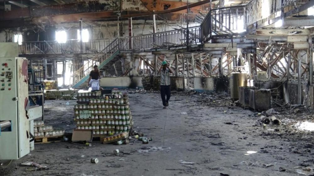 مليشيات الحوثي تدمر مصنع الألبان في الحديدة وتقتل أحد العاملين