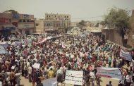 الشمايتين : مسيرة جماهيرية رفضاً للمليشيات خارج مؤسسات الدولة وتعزيزاً للحمة الاجتماعية