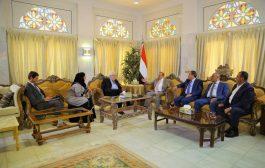 رئيس مجلس النواب يؤكد تمسك الشرعية اليمنية بخيار السلام المرتكز على المرجيعات الثلاث