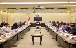 الحكومة تؤكد على استمرار عمل مؤسسات الدولة وتقديم الخدمات للمواطنين