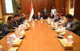 هادي يترأس اجتماعاً استثنائياً لقيادات الشرعية