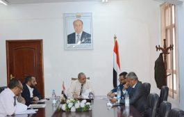 قيادة السلطة المحلية بتعز تناقش عدد من قضايا المحافظة