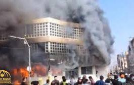 بالفيديو.. محتجون إيرانيون يحرقون مبنى المصرف الوطني في احتجاجات عنيفة اليوم السبت