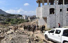 السلطات المحلية بتعز توجه بإزالة الاستحداثات في اراضي الاوقاف وحديقة الحصب