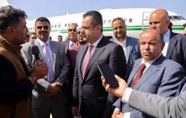 المحافظ نبيل شمسان يعود الى عدن مع رئيس الوزراء.. فهل سيصل تعز