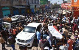 الآلاف يشيعون جثامين مرافقي محافظ تعز