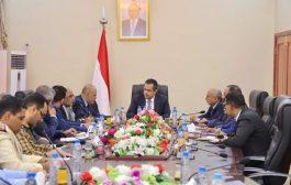 رئيس الوزراء الدكتور معين عبدالملك  يلتقي قيادة محافظة تعز.