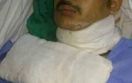 فكري العبسي يعتدي على الجريح عبدالفتاح دحوه في العاصمة المصرية القاهرة