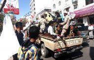 عاجل.. طقم عسكري يطلق النار على محتجين في تعز