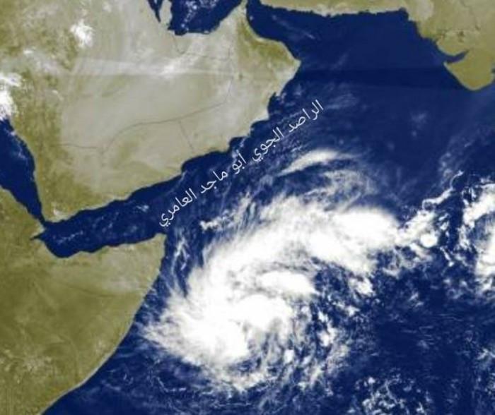 منخفض جوي مرشح للتحول إلى عاصفة يقترب من سقطرى
