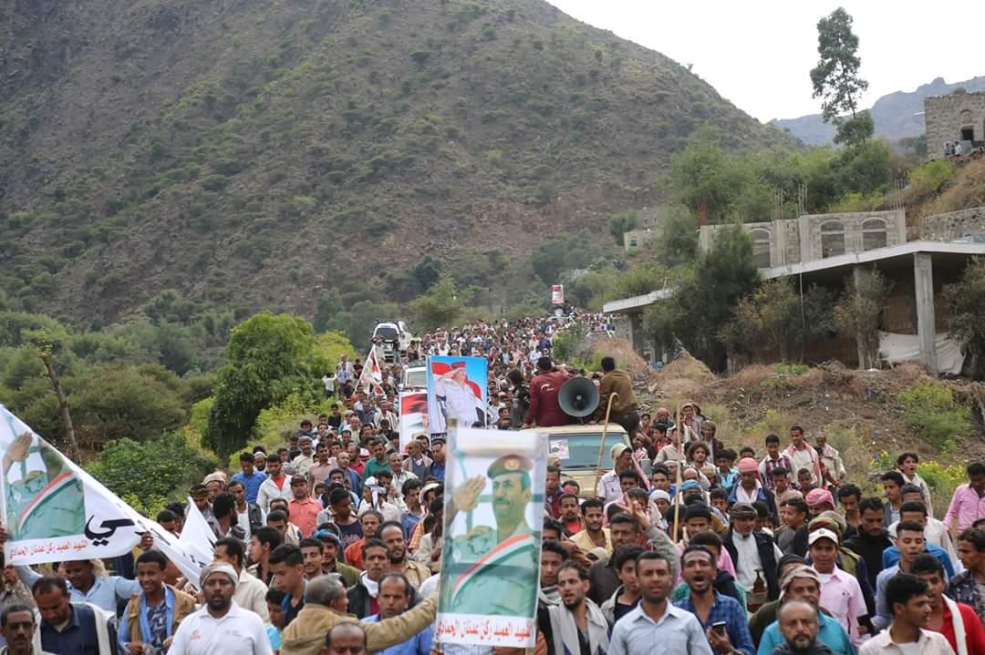 تعز: للاسبوع الخامس مسيرة جماهيرية حاشدة  للمطالبة بكشف حقيقة إغتيال قائد اللواء 35 مدرع