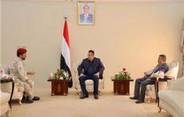 رئيس الوزراء يناقش مع قائد محور الضالع سير العمليات القتالية