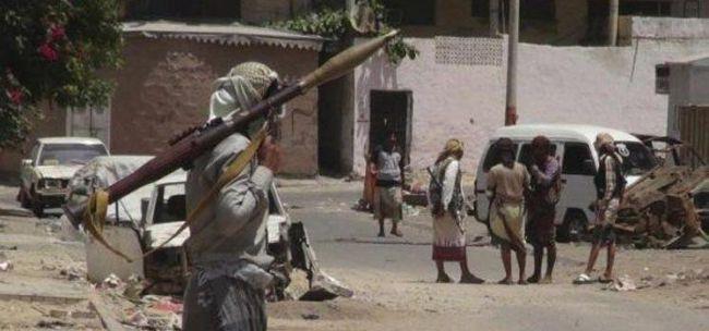 قتلى وجرحى بينهم مدنيين في اشتباكات مسلحة بين عصابتين بتعز