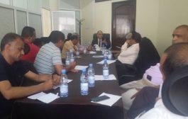 تعز: مكتب المالية  يعقد لقاءه الدوري بمدراء الادارات ورؤساء الاقسام بالمكتب