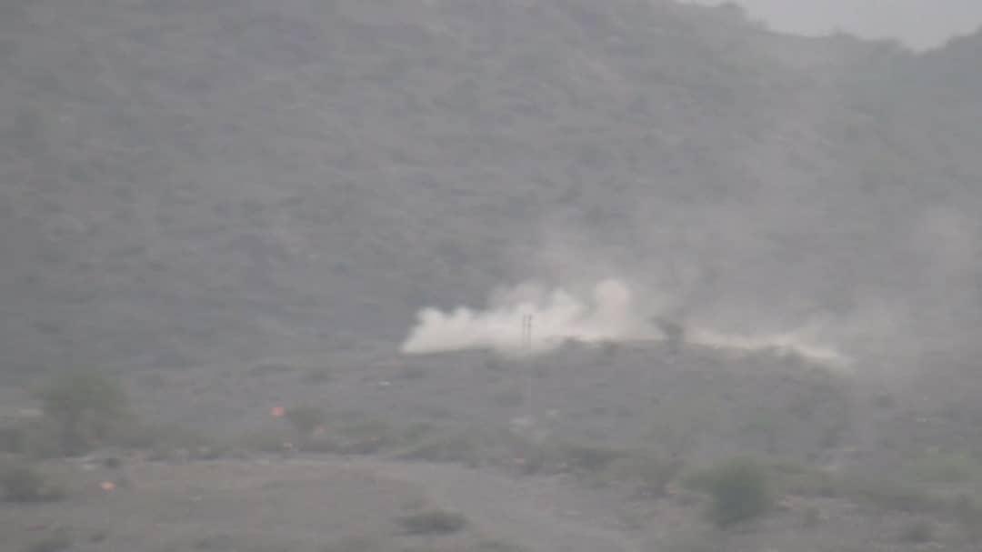مدفعية اللواء ٣٠مدرع  تدك مواقع  الحوثيين غرب الضالع