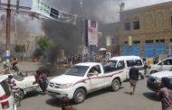 جنود  يتظاهرون ويقطعون الشارع الرئيسي بتعز