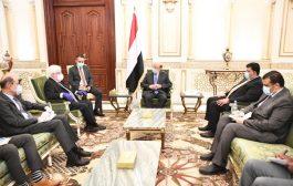 هادي يتمسك بالمرجعيات الثلاث كشرط أساسي لتحقيق السلام في اليمن