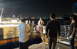 أول رحلة بحرية لنقل العالقين اليمنيين في جيبوتي تصل الى ساحل ذباب بمحافظة تعز