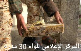 فرق هندسية من اللواء ٣٠ مدرع تستخرج كما هائلا من العبوات والالغام الأرضية الحوثية بالضالع