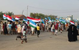 مظاهرة في الخوخة تطالب بإستكمال تحرير الحديدة ورفض الوصاية