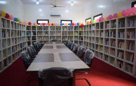 محافظ لحج : يفتتح مكتبة القمندان بالحوطة ويشيد بمستوى الإنجاز