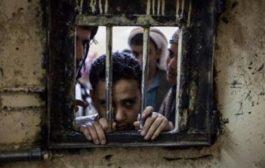 وفاة أم مختطف أمام أحد السجون الحوثية بمحافظة إب