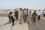 وزير المياه ومحافظ لحج يتفقدان مشاريع المياه والصرف الصحي بالمحافظة