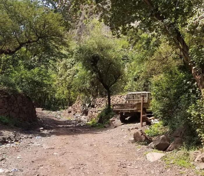 تعز: جنود يغلقوا طريق الاقروض للاسبوع الثاني