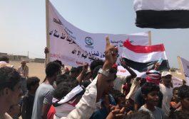 الخوخة: احتجاجات تطالب بإلغاء اتفاقية استوكهولم