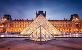 جندي فرنسي يحبط محاولة لاقتحام متحف اللوفر