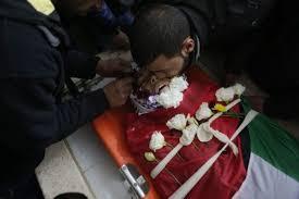 إسرائيل تسلم جثمان شهيد فلسطيني قتلته قبل عشرة أيام