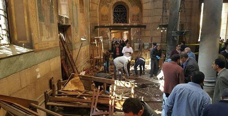 انتشار الجيش وإقالة مسؤولين بعد تفجير كنيستين بمصر